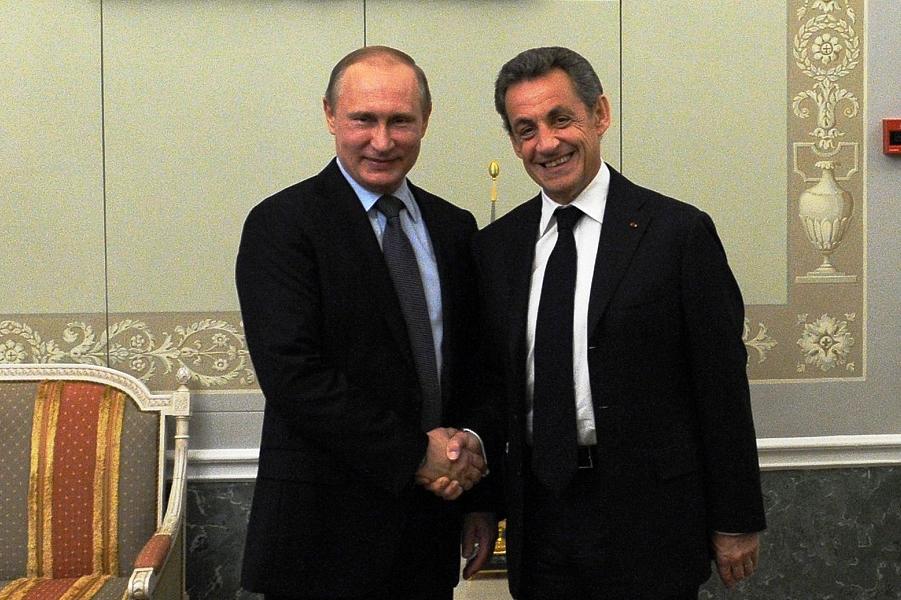 Путин принимает Саркози в Санкт-Петербурге 15.06.16.png