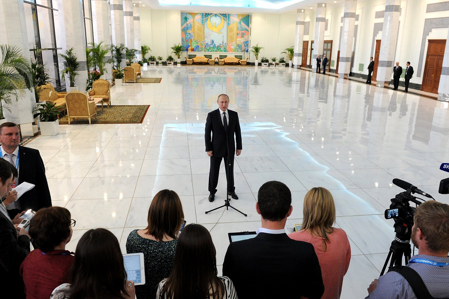 Путин с журналистами после саммита ШОС в Ташкенте 245.06.16.png