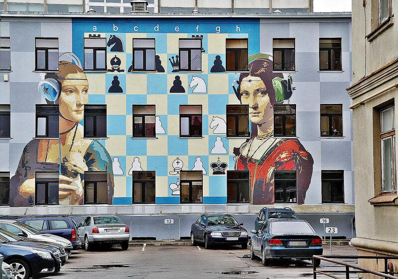 Один из дворов в Каунасе. Стрит-арт. Уличное искусство.