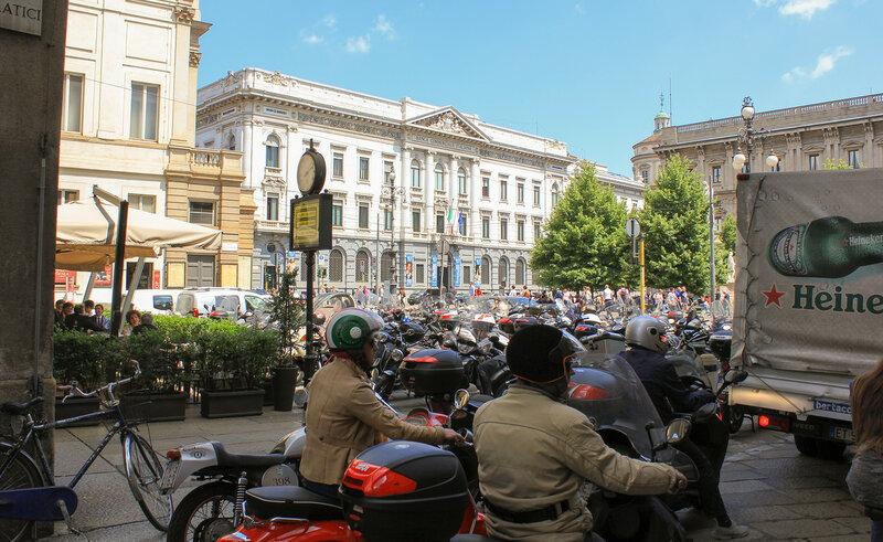 Улица Filodrammatici, вид на площадь