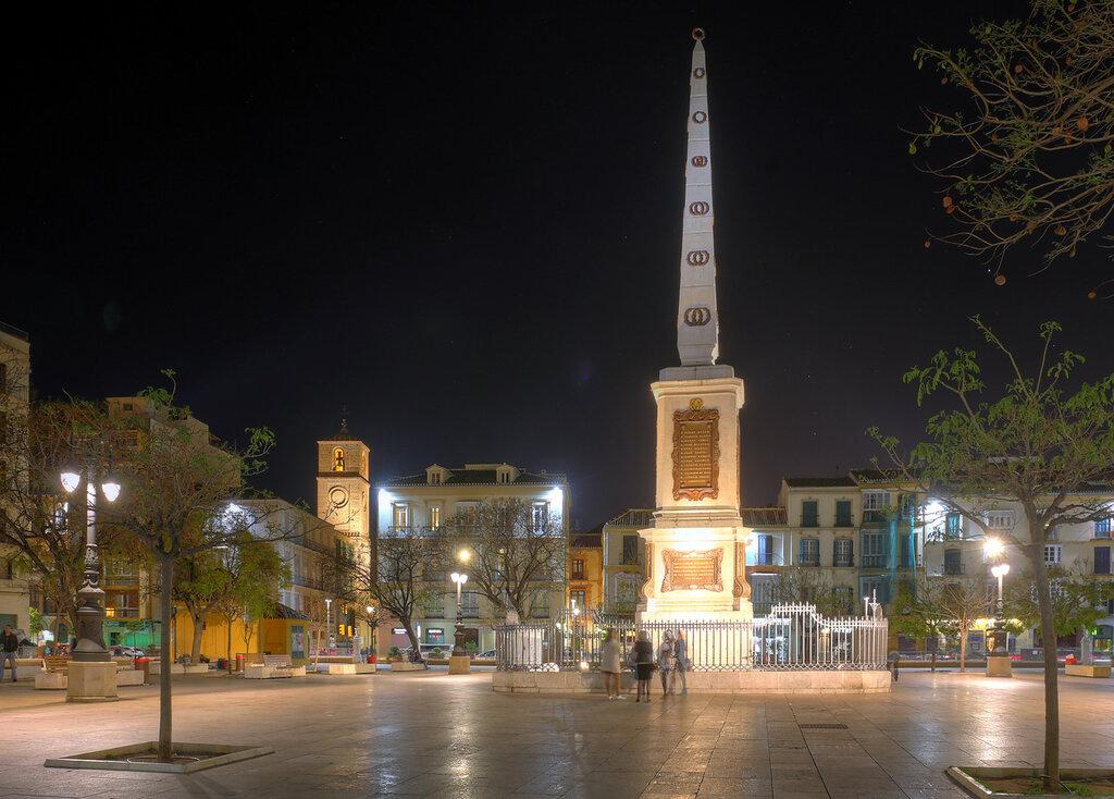 Ночная Малага. Площадь Мерсед