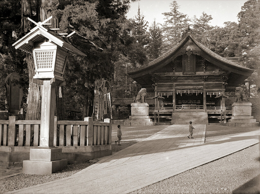 Autumn Shrine at Suwa Grand Shrine, 1930s Japan.