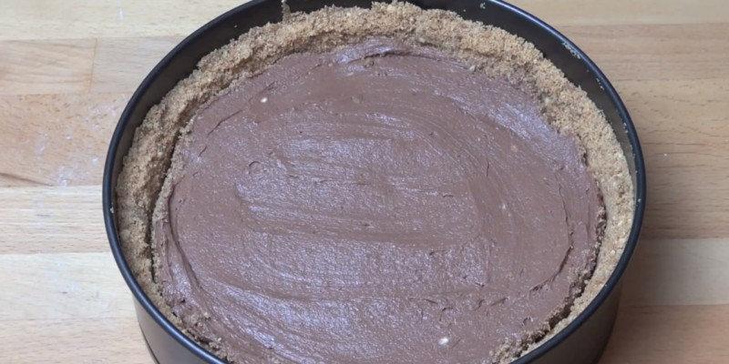 Чудо-лакомство готово! Это торт, который не встречался с духовкой. Выглядит чудесно, а вкус получает