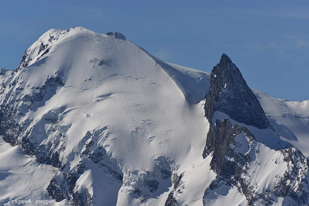27. Зубр превратился в громадную гору, которая так и называется Домбай-Ульген, что означает «мё