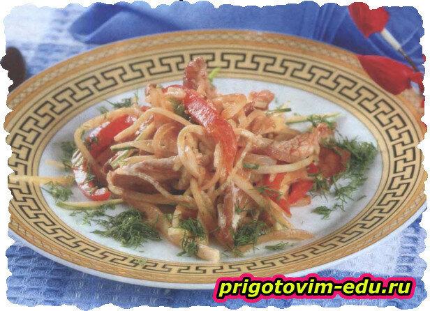 Огуречный салат с мясом и болгарским перцем