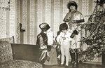 Дед Мороз и Снегурочка от имени профсоюзной организации НПО Взлёт поздравляют детей сотрудников 1979 год Фото Марина Ратникова