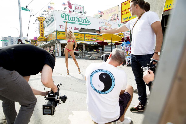 behind the scenes - Hailey Clauson / Хейли Клаусон на съемочной площадке в купальниках Sports Illustrated 2016 - Summer of Swim Special