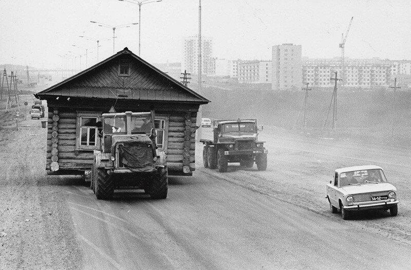 501533 Перевозка дома 1972 Геннадий Копосов Н. Челны.jpg