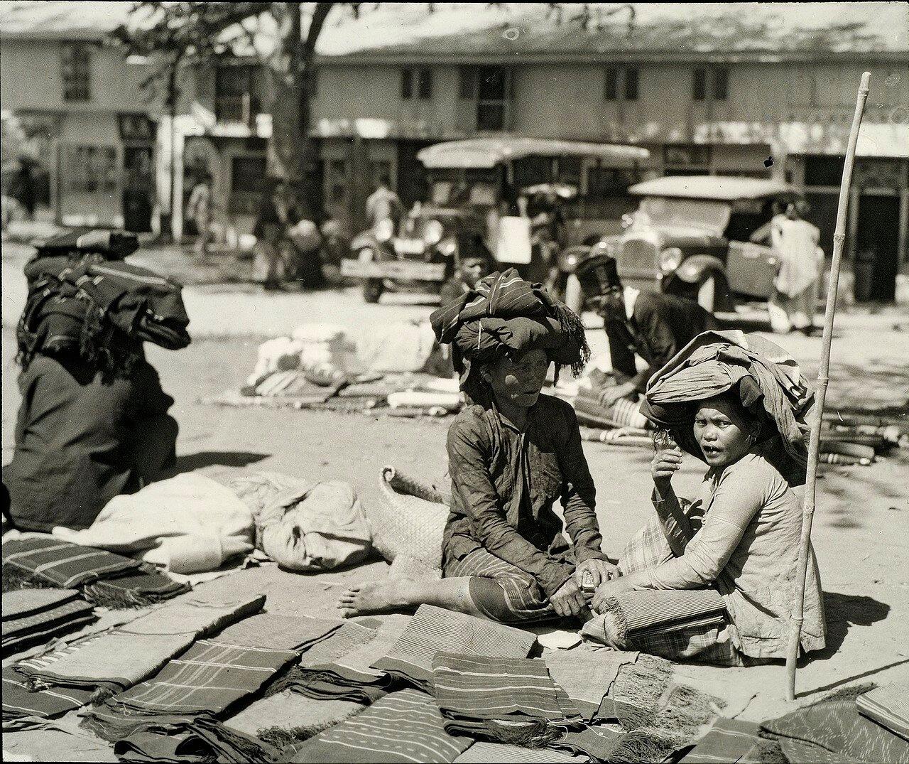 Кабанджахе. Рынок. Торговля тканями