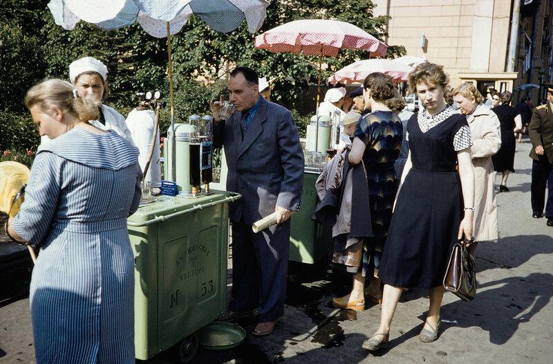 1959 Улица 25 Октября. Harrison Forman.jpg