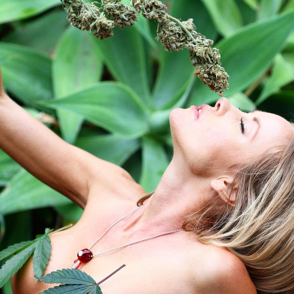 Картинки девушка с марихуаной фотки девушек с марихуаной