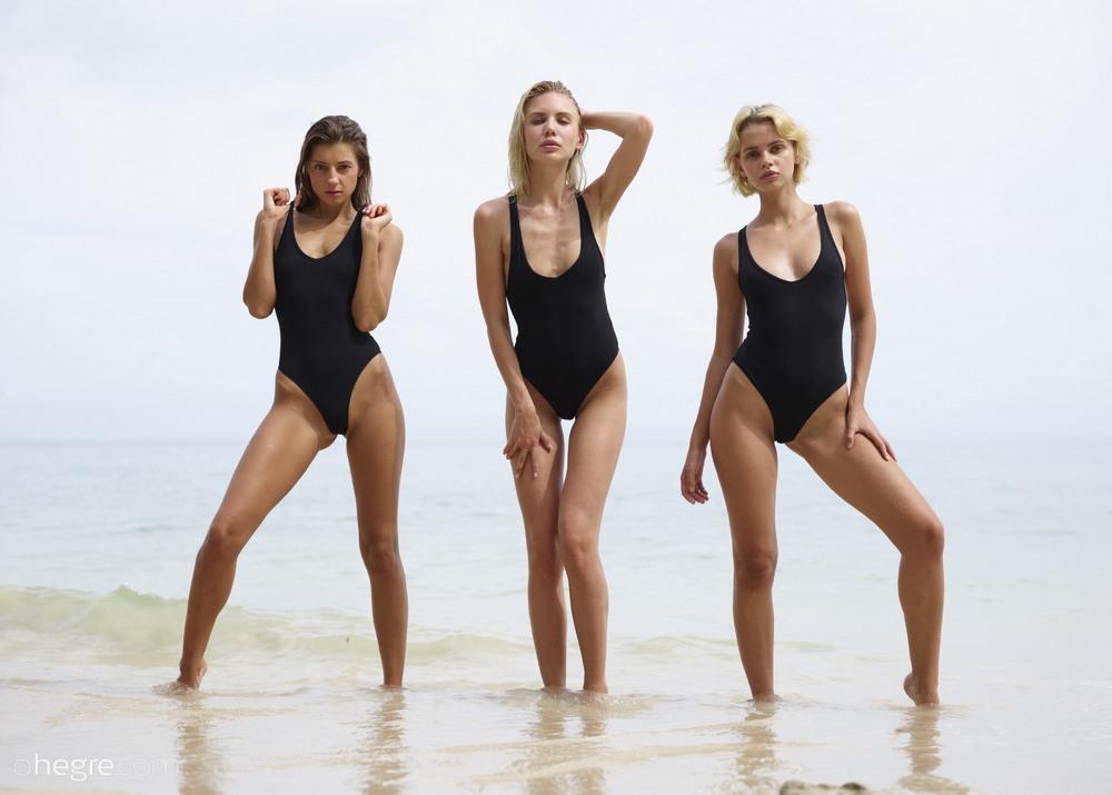 Ariel, Marika, Melena Maria позируют в море