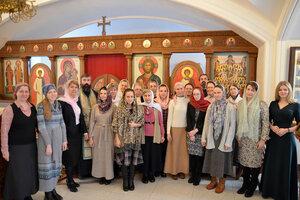Участники круглого стола после заупокойной литии в память Нины Павловны в нижнем храме Соборной палаты