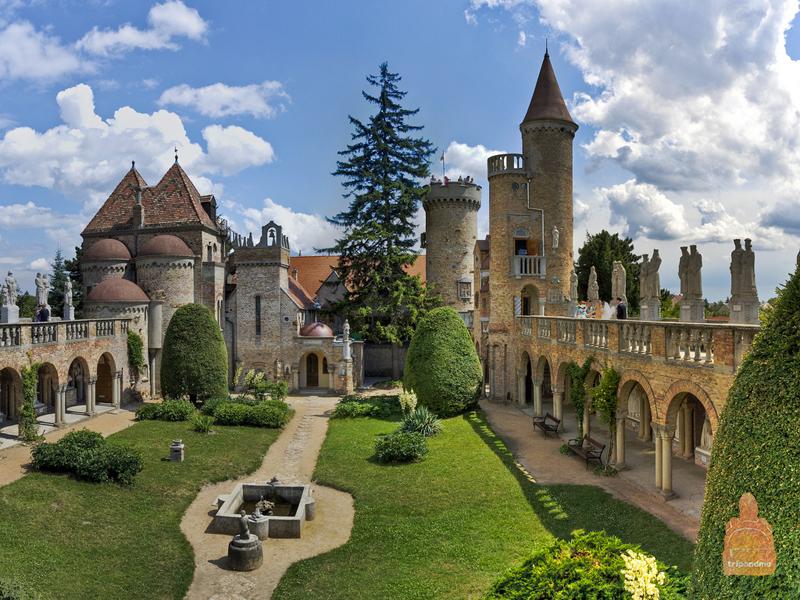 Замок строился на протяжении нескольких десятилетий