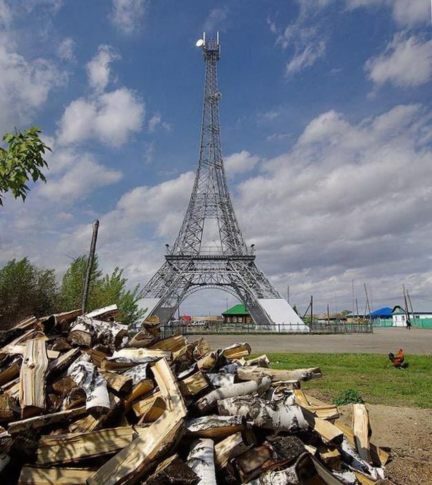 Треш на свежем воздухе: российская деревня живее всех живых (24 фото)