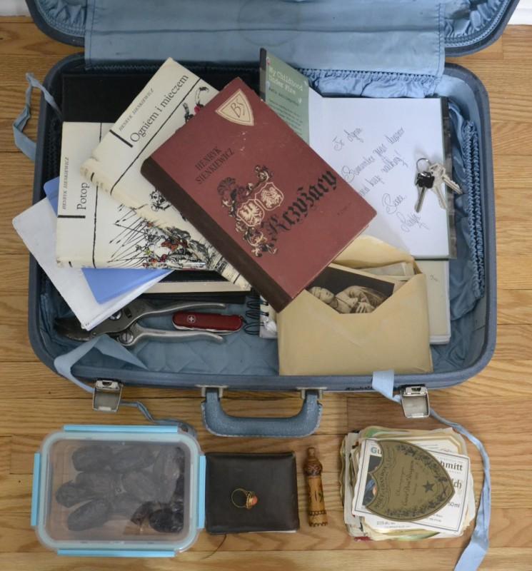 Имя: Агнешка Возраст: 20 Страна: Канада Страна: студент (виноделие) Список: винтажный чемоданчик; ск