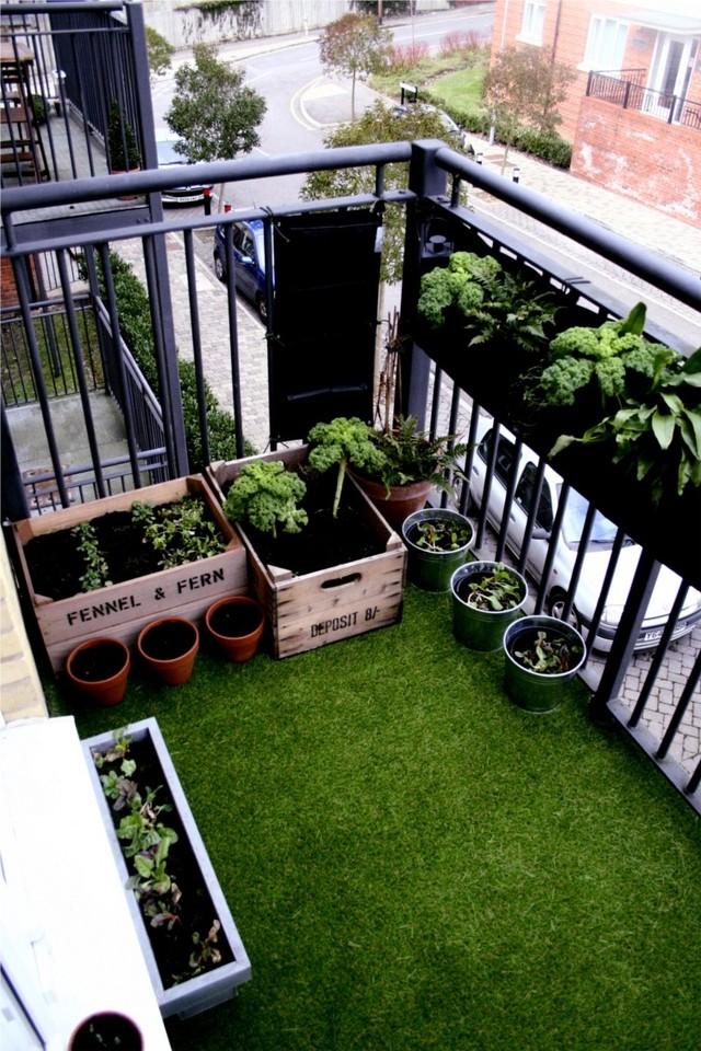 9. Покрытие, имитирующее траву Износостойкая мебель