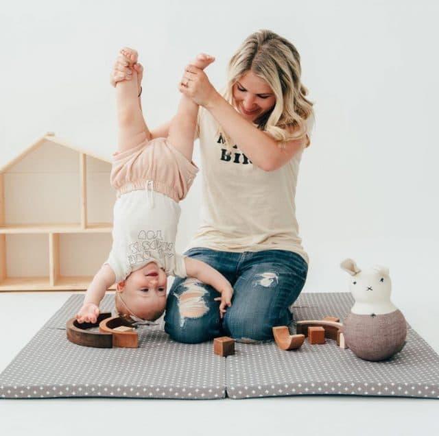 Некоторые мамы настолько увлекаются фотографированием своих чад, что напрочь забывают о том, что дет