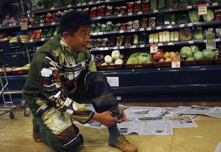 Конечно, он работает не один, у него есть ассистенты. (Фото China Daily   Reuters):