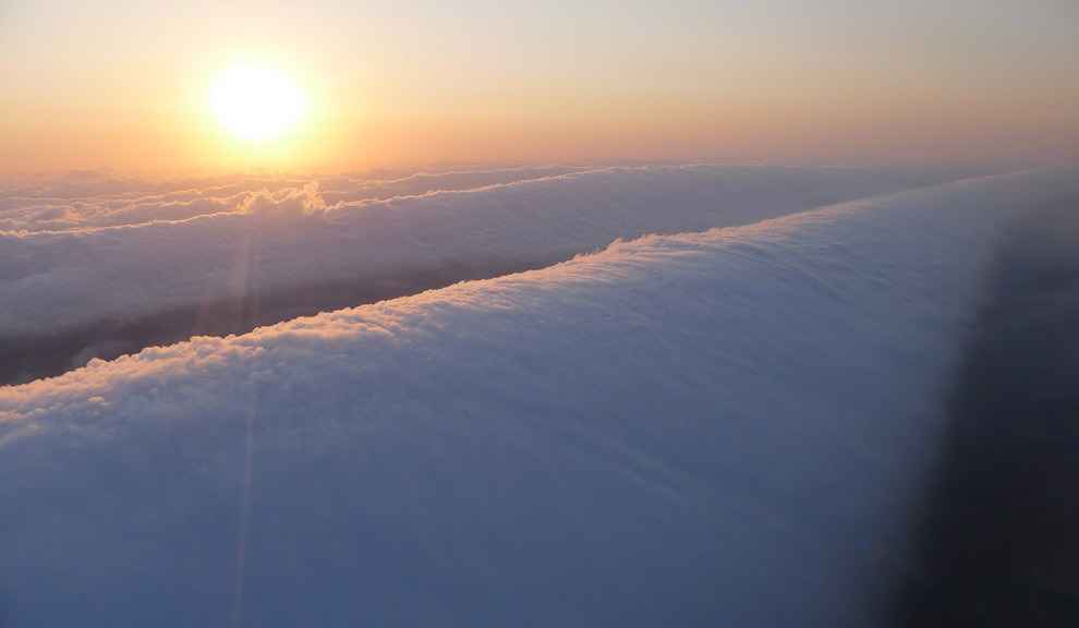 По характеру происхождения утреннюю глорию можно считать торнадо, который лежит на боку. Она регуляр