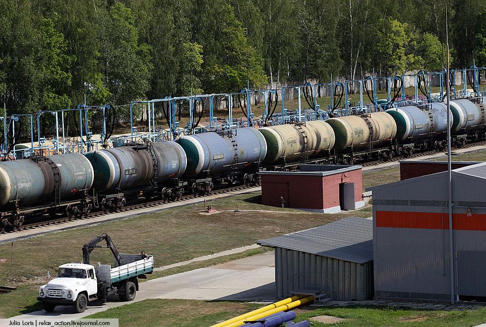 Куда же сливают топливо? У предприятия Domodedovo Fuel Services есть два  резервуарных парка