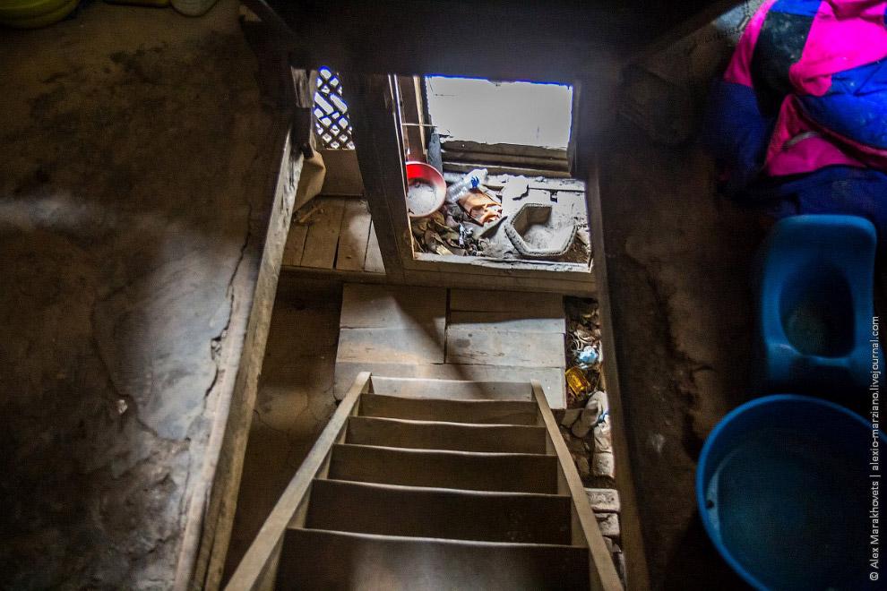12. Мечты разбились о гранитные скалы непальской действительности. Зайдя внурь помещения, я понял, ч