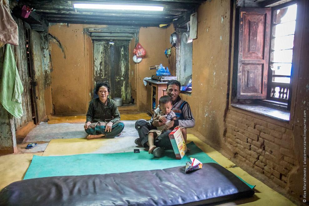 13. Сурья сказал, что в Катманду он не на долго и скоро собирается уезжать обратно в горы, к старшем