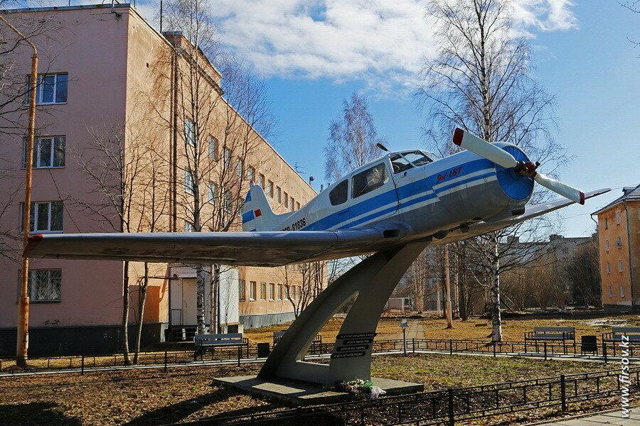 Yak-18T_CCCP-81836_2_ARH.JPG