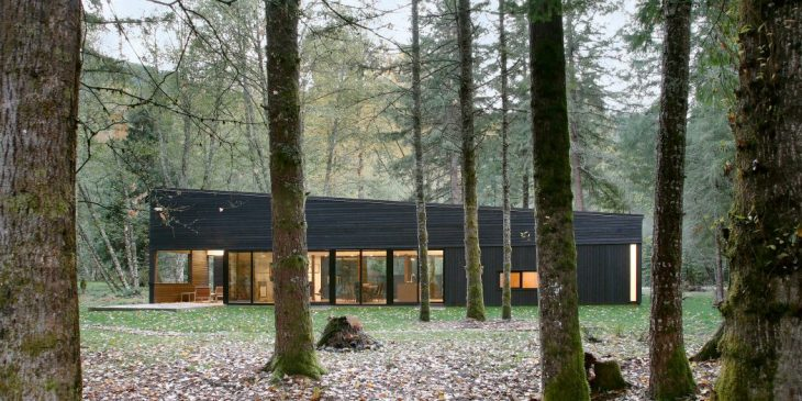 Robert Hutchison Architecture   designed this inspiring wooden retreat situated jus