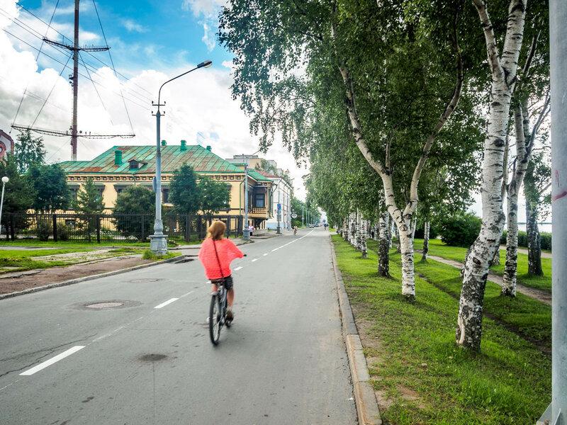 В городе много велосипедистов.