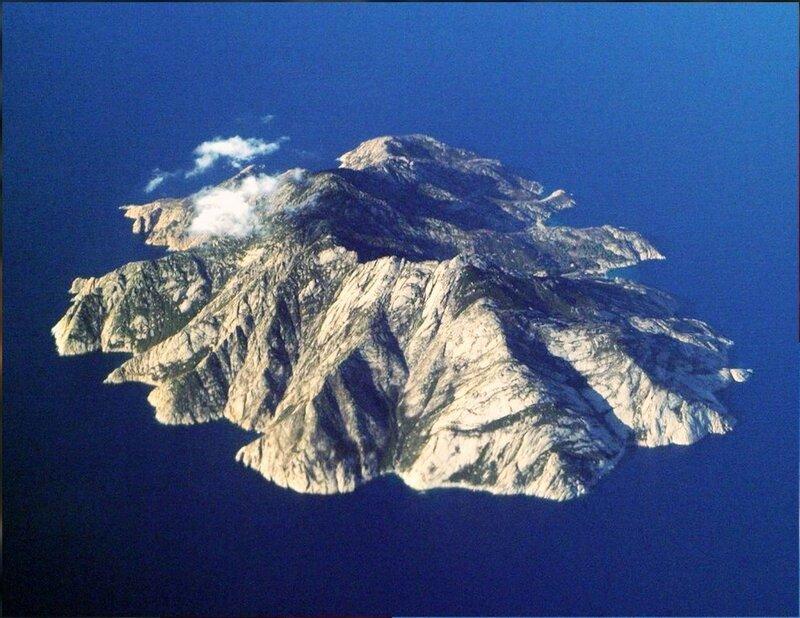 У острова Монтекристо в море Средиземном (2).jpg