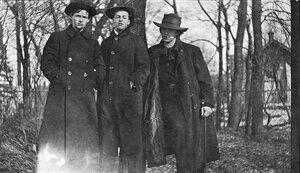 1913. В.Н. Чекрыгин, Л.Ф. Жегин, В.В. Маяковский. Лосиноостровская, 17 марта