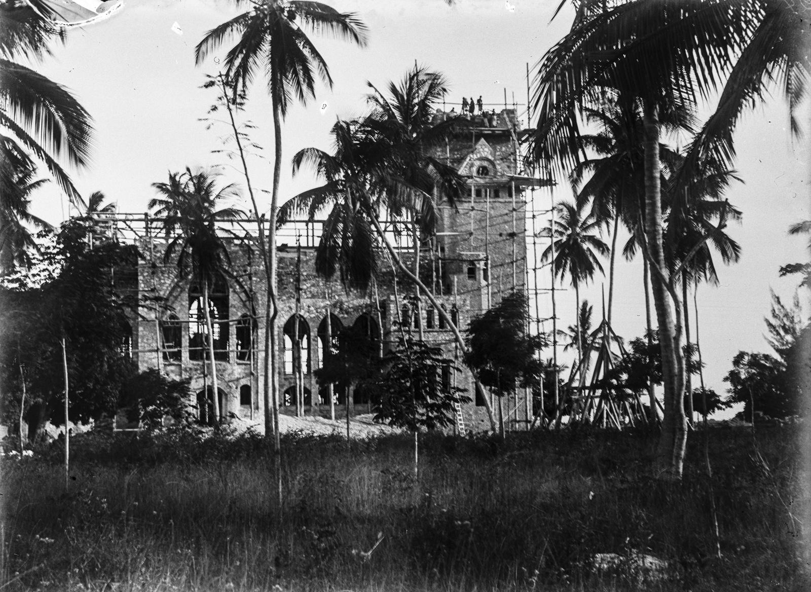 12. Строительство церкви в Дар-эс-Саламе