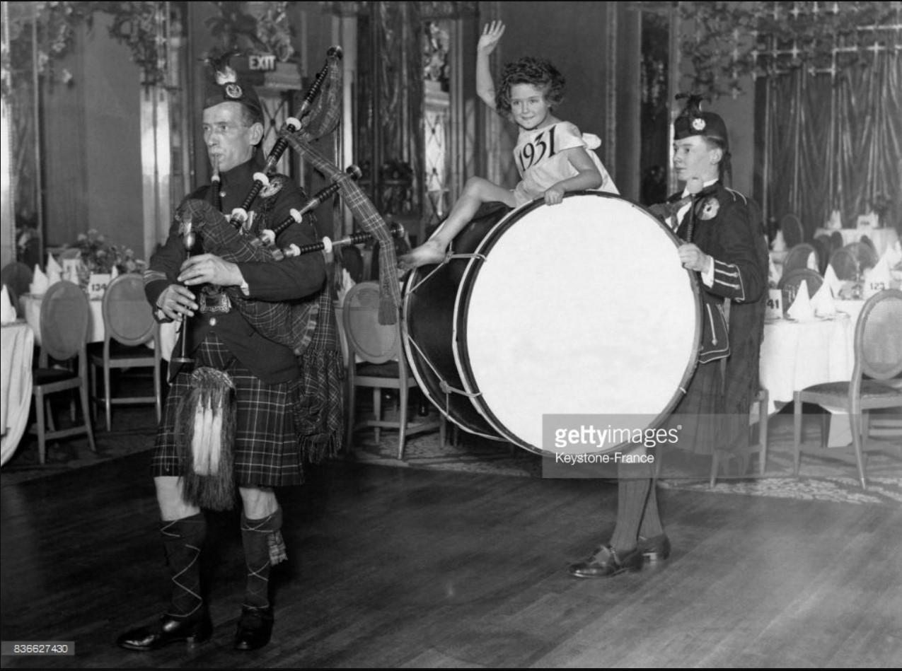 1930. Музыкальная репетиция перед приемом на Новый год