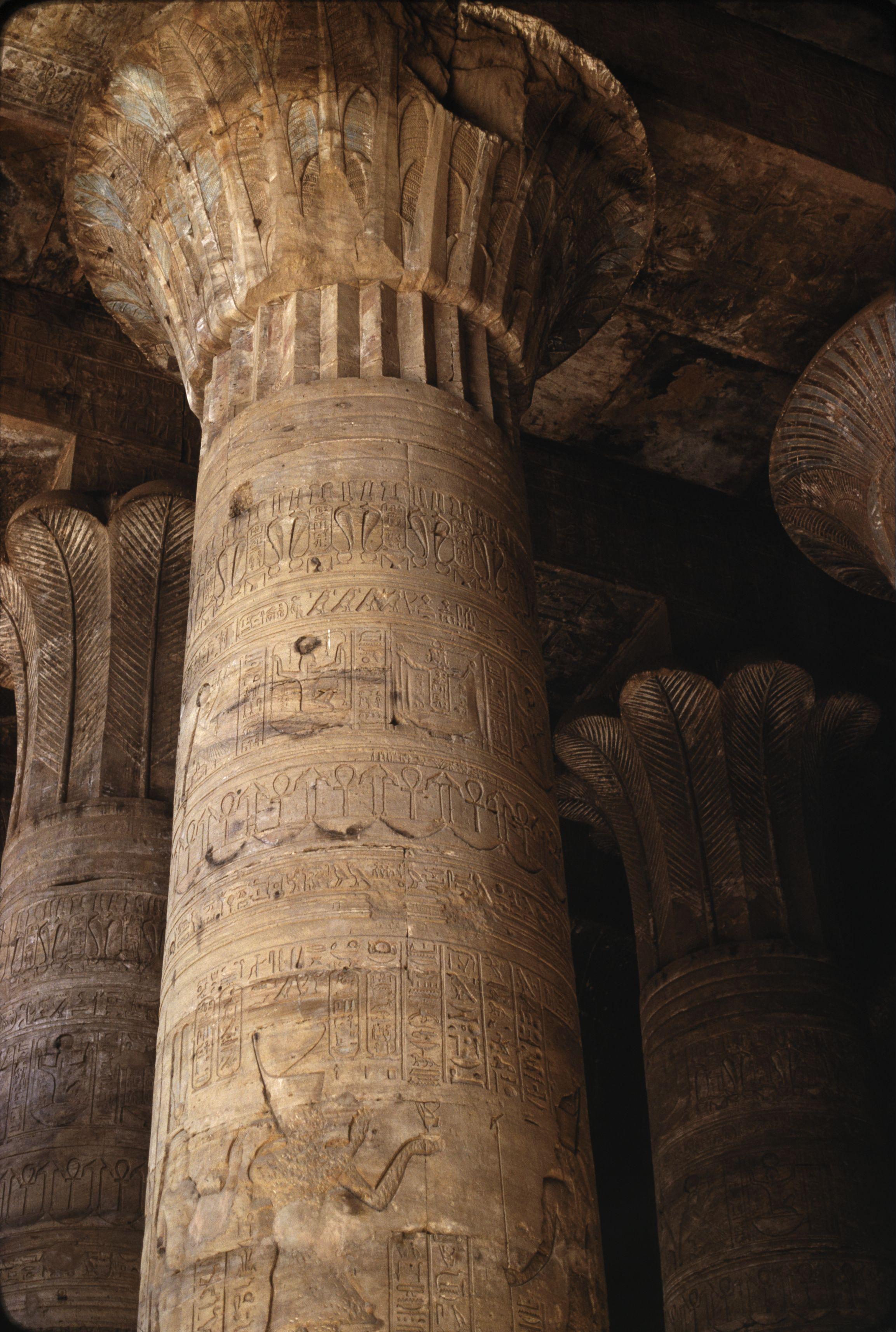 Эдфу. Храм Хора. Колонны и капители