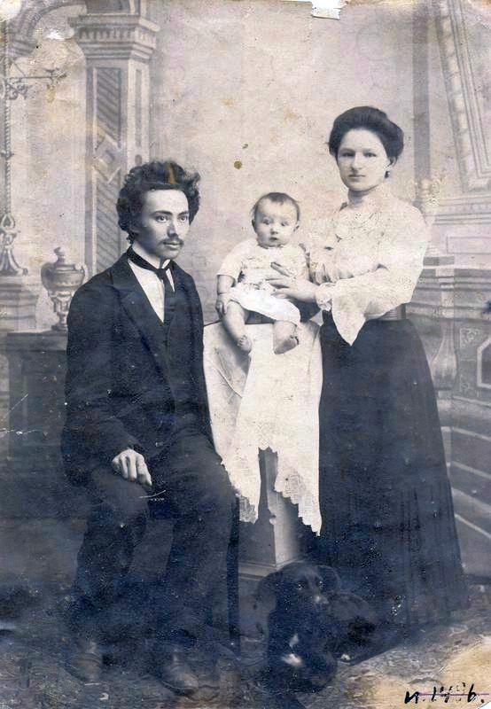 Ф.А. Соколов с семьей в Тарской ссылке 1907