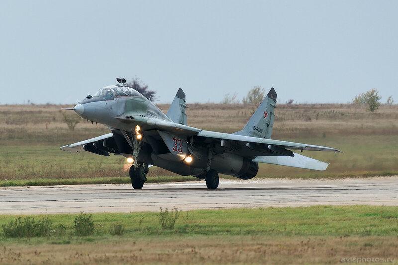Микоян-Гуревич МиГ-29УБ (RF-92269 / 33 красный) ВКС России 0221_D805939