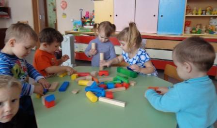 Игры малышей со строителем 1.JPG