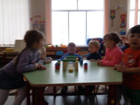 Игры малышей со строителем 2.JPG