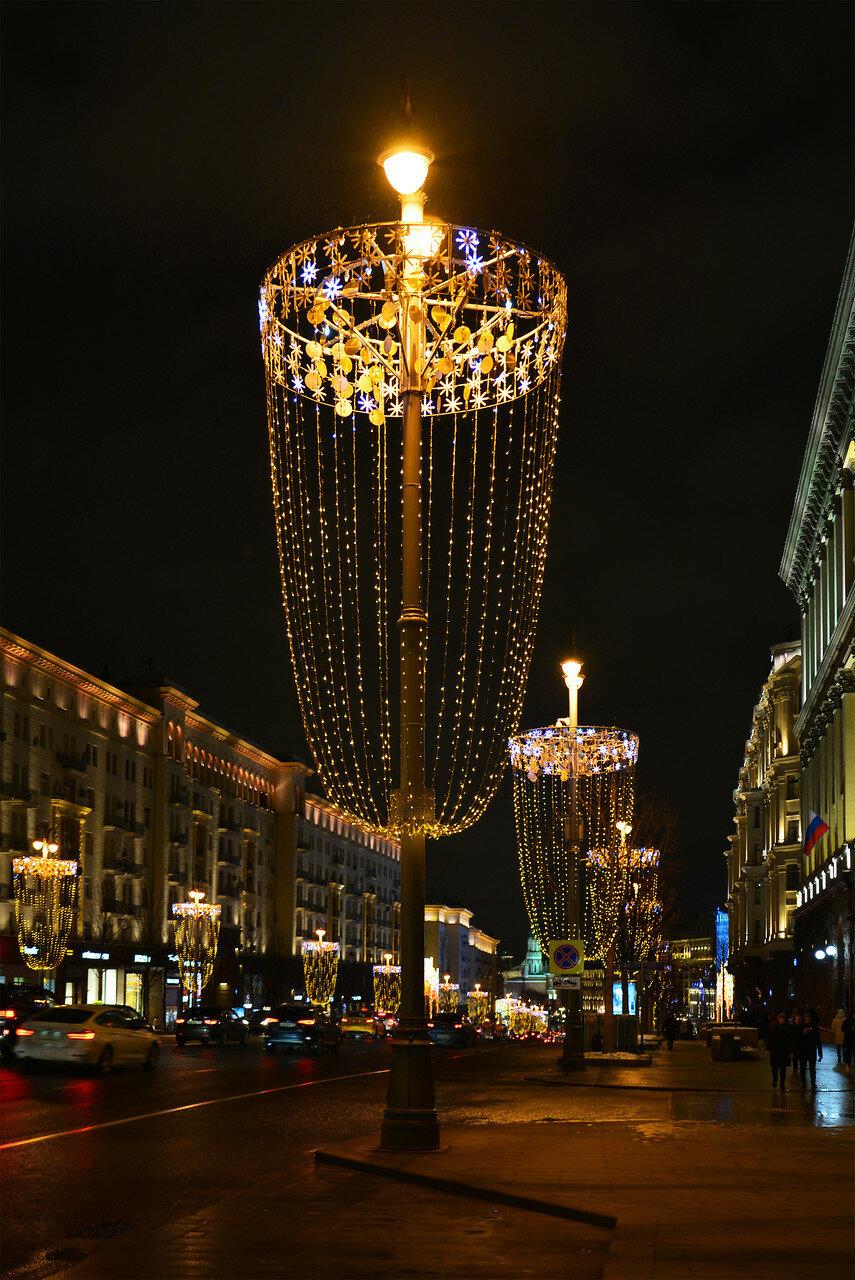 Тверская встречает Новый год под блеск бокалов