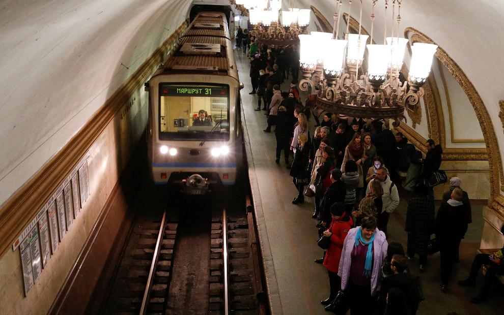18. Станция метро «Дубровка». Открыта 11 декабря 1999 года. Названа по одноимённой местности. Э