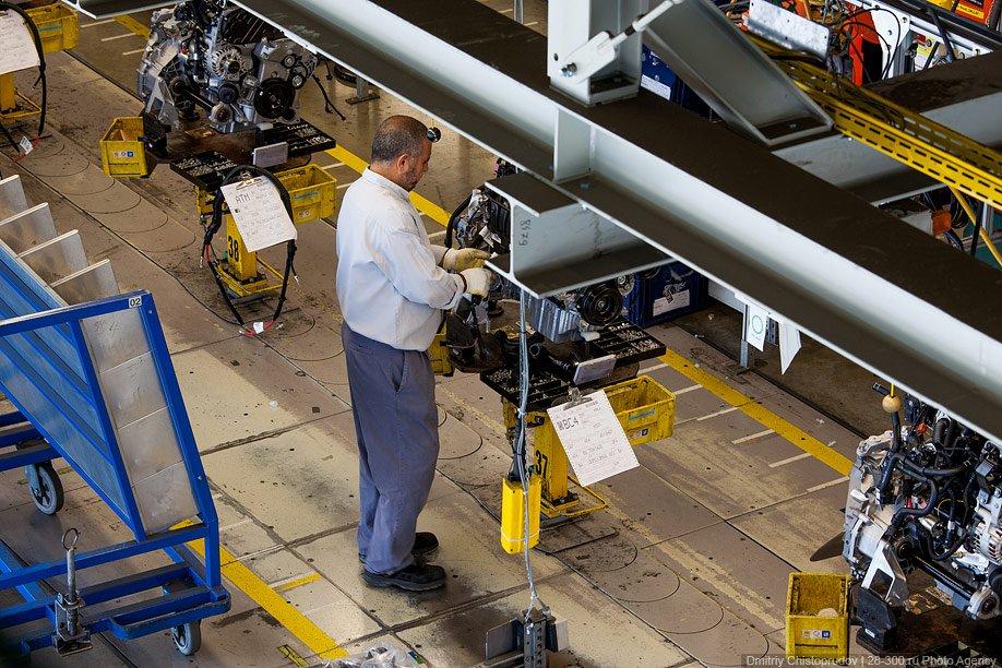 Всего на конвейер подается до 40 видов моторов:
