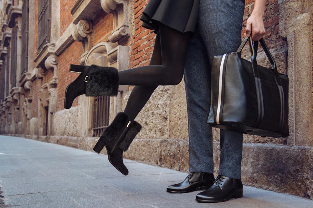 В основном ассортимент представлен коллекцией обуви, сумок, есть и отличные аксессуары для юных особ