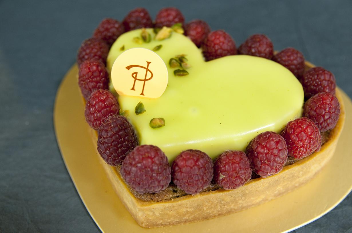 2. Кондитерская известна прежде всего десертом макарон со смелым сочетанием вкусов, к примеру, авока