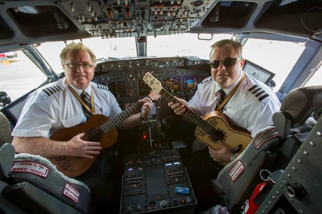 © Southwest Airlines / Facebook     Есть специальный код , который набирает бортпроводник