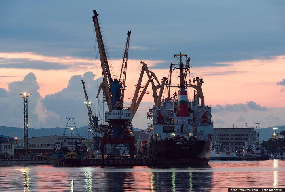 5. Порт оказывает полный спектр стивидорных услуг по перевалке наливных, навалочных, генеральных и к