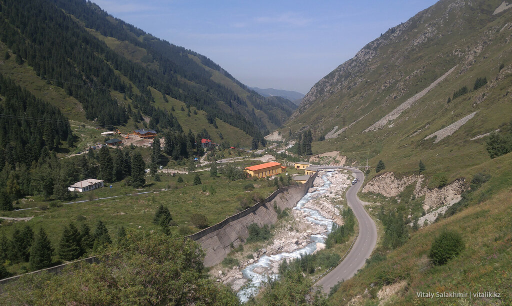Панорама ущелья, дорога на БАО.