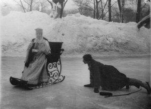 Сцена из русской сказки на льду Юсупова сада.
