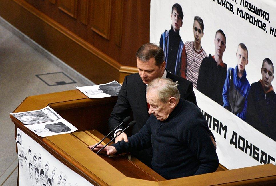 20170702_13-35-В Киеве генерала Ватутина поменяли на эсэсовца Шухевича-pic2