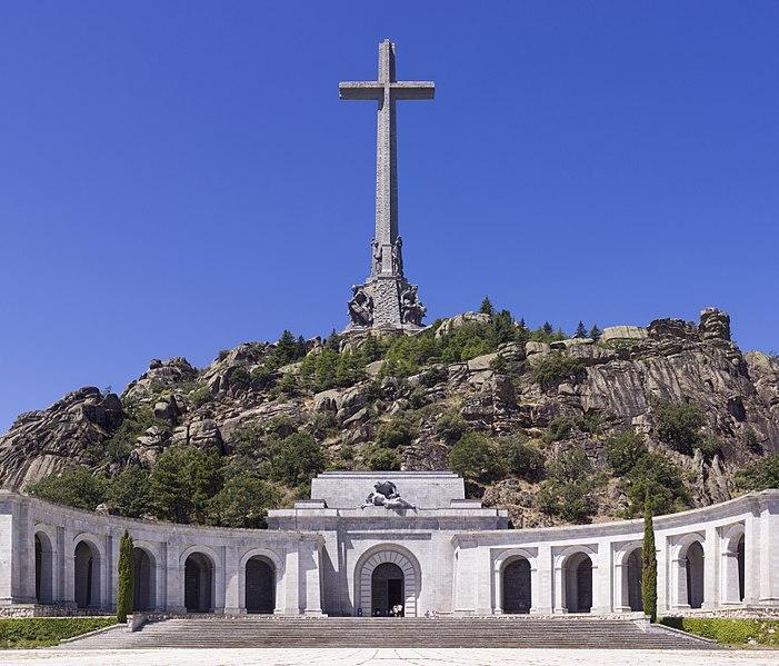 Долина Павших~701px-SPA-2014-San_Lorenzo_de_El_Escorial-Valley_of_the_Fallen_(Valle_de_los_Caidos